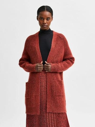 Selected Femme Petite Strickjacke in rot, Modelansicht