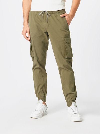 recolution Pantalon cargo en olive, Vue avec modèle