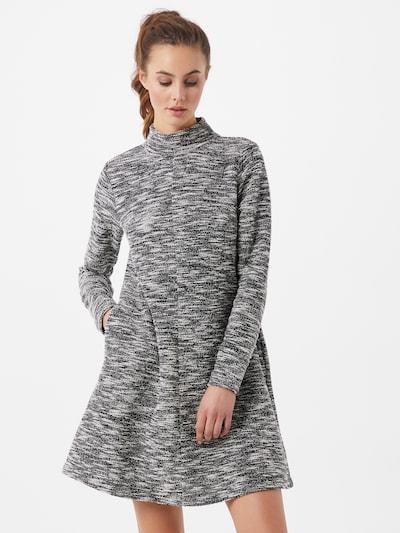 GAP Úpletové šaty - černá / bílá, Model/ka