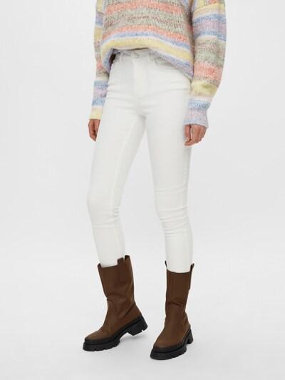 PIECES Jeans 'PCDELLY' i vit, På modell