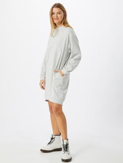 GAP Haljina u siva, Prikaz modela