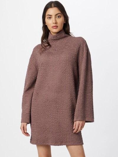 DeFacto Kleid in puder, Modelansicht