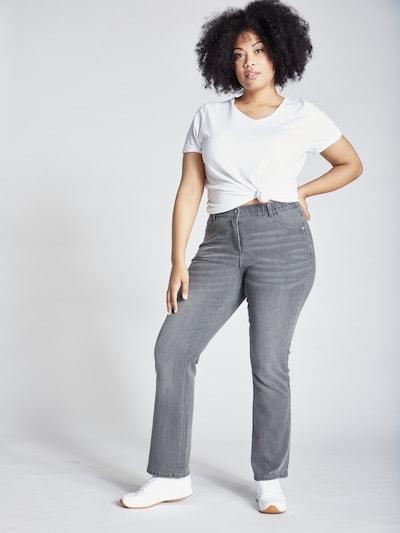 Ulla Popken Jeans in de kleur Lichtgrijs, Modelweergave