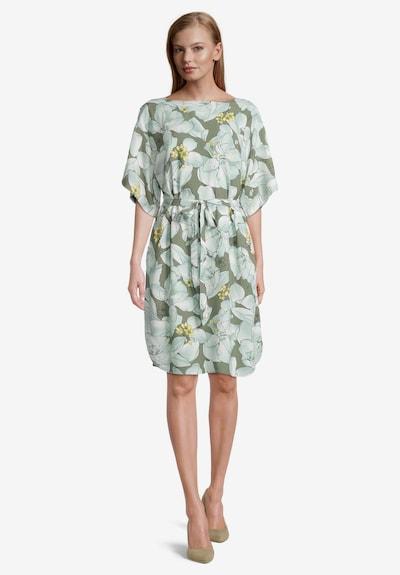 Betty & Co Blumenkleid mit Flügelärmeln in grün / weiß, Modelansicht