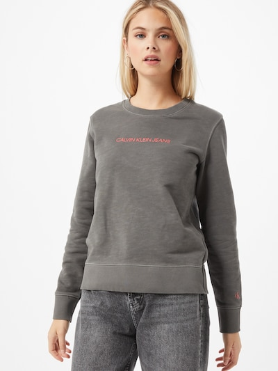 Calvin Klein Jeans Sweatshirt 'SHRUNKEN INSTITUTIONAL' in grau / hellrot, Modelansicht