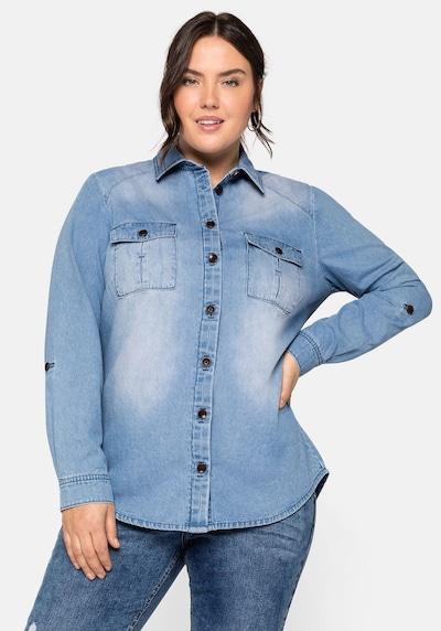 SHEEGO Blouse in de kleur Blauw denim, Modelweergave