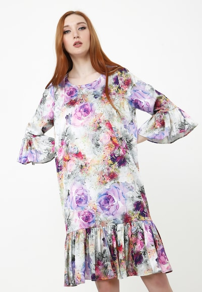 Madam-T Sommerkleid in grau / lila, Modelansicht