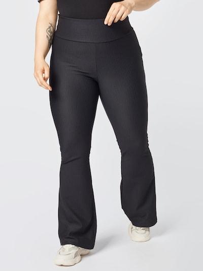 Urban Classics Curvy Leggings in schwarz, Modelansicht
