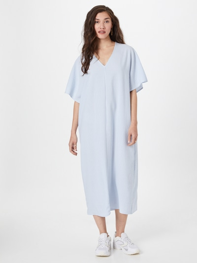 ONLY Viseča obleka 'BAILEY' | svetlo modra / bela barva, Prikaz modela