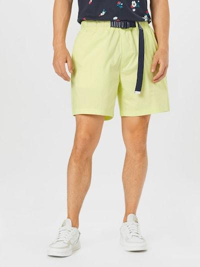 Tommy Jeans Shorts in hellgelb, Modelansicht