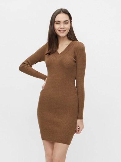 OBJECT Gebreide jurk 'Fae' in de kleur Bruin, Modelweergave