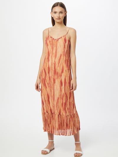 VILA Robe d'été 'AMBAR' en beige / rouge / rouge rouille, Vue avec modèle