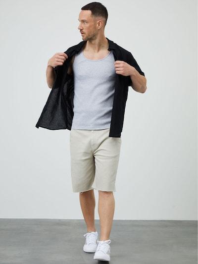 DAN FOX APPAREL Shorts 'Jan' in offwhite, Modelansicht