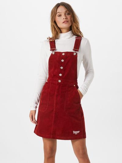Tommy Jeans Latzrock in rot, Modelansicht