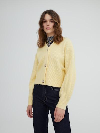 EDITED Strickjacke 'Susan' in pastellgelb, Modelansicht