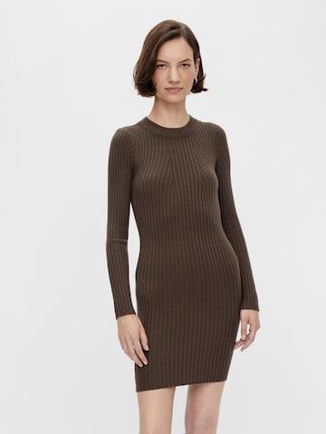 PIECES Gebreide jurk 'Crista' in Bruin