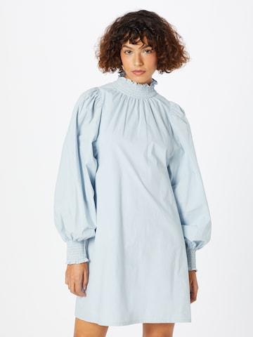 Rochie de la ICHI pe albastru