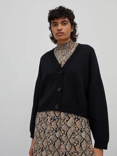 EDITED Strickjacke 'Etta' in schwarz, Modelansicht