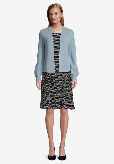 Betty & Co Strick-Cardigan mit Strickdetails in blau, Modelansicht