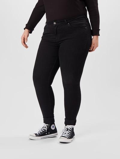 PIECES (Curve) Jeans 'Delly' in de kleur Zwart, Modelweergave
