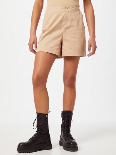 Aligne Shorts 'Cagney' in apricot, Modelansicht