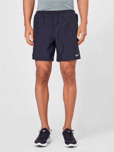 Sportinės kelnės 'Challenger' iš NIKE, spalva – juoda, Modelio vaizdas