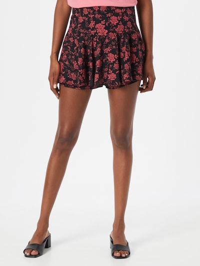Trendyol Shorts in pink / schwarz, Modelansicht