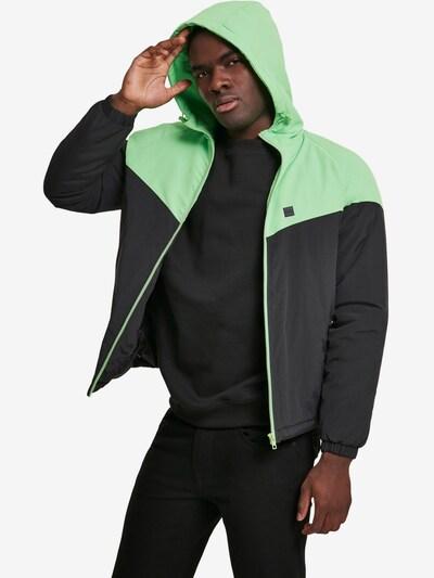 Urban Classics Tussenjas in de kleur Groen / Zwart: Vooraanzicht