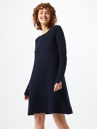 ARMEDANGELS Stickad klänning 'NICAA' i marinblå, På modell