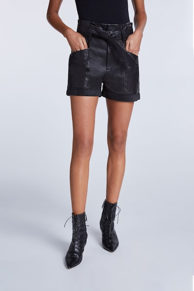 SET Shorts in schwarz, Modelansicht