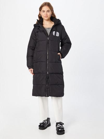 GAP Wintermantel in schwarz / weiß, Modelansicht