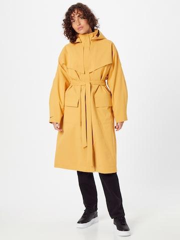 Nike Sportswear Between-seasons coat in Yellow