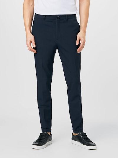 Matinique Pantalon à plis 'Liam' en bleu marine, Vue avec modèle