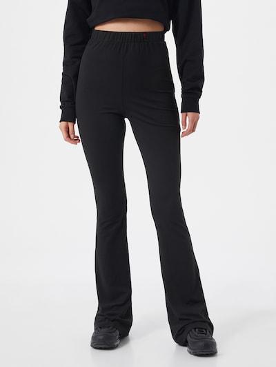 VIERVIER Byxa 'Maira' i svart, På modell