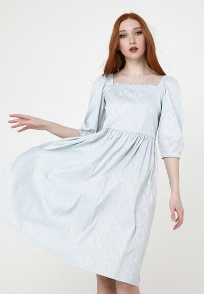 Madam-T Sommerkleid in blau, Modelansicht