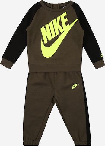 Nike Sportswear Juoksupuku 'FUTURA' värissä vihreä
