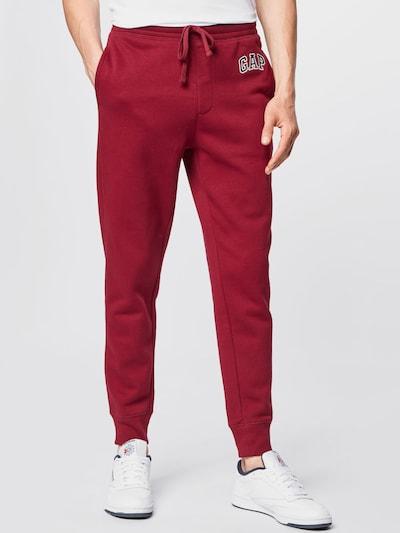 GAP Παντελόνι σε κόκκινο, Άποψη μοντέλου