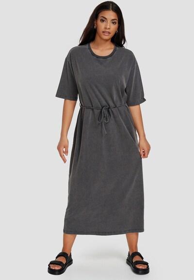 Cotton Candy Sweatkleid 'USRA' in schwarz, Modelansicht