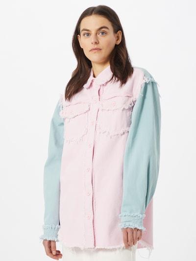 Missguided Blus i ljusblå / ljusrosa, På modell