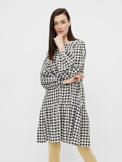 Rochie 'URSA' PIECES pe negru / alb, Vizualizare model