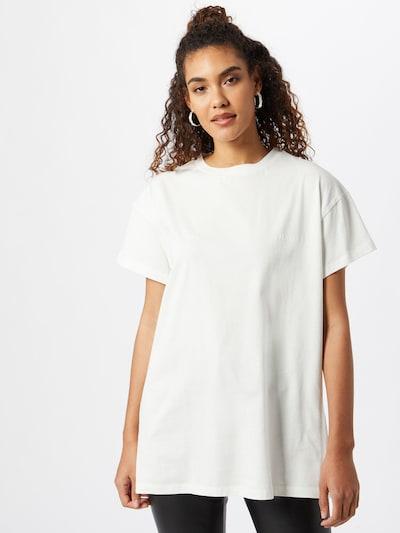 ABOUT YOU x GNTM T-shirt 'Ina' en blanc cassé, Vue avec modèle