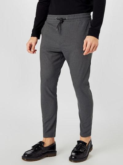Q/S designed by Pantalon en gris, Vue avec modèle