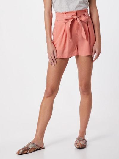 Superdry Pantalon à pince 'DESERT PAPER BAG SHORTS' en orange, Vue avec modèle