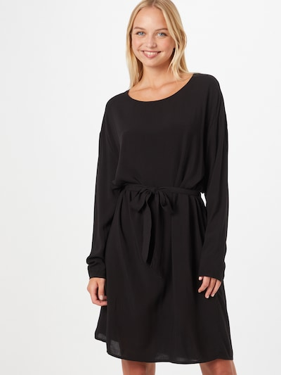 Rochie 'VISAY' VILA pe negru, Vizualizare model