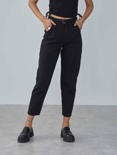 Pantaloni cu cute 'Angelina' LeGer by Lena Gercke pe denim negru, Vizualizare model