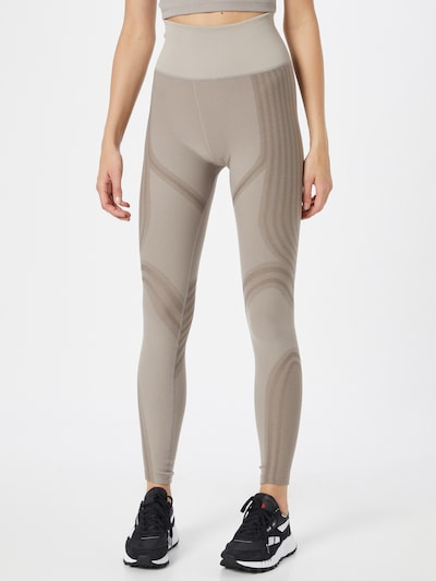 Reebok Sport Pantalon de sport 'Les Mills' en mastic / taupe / greige, Vue avec modèle