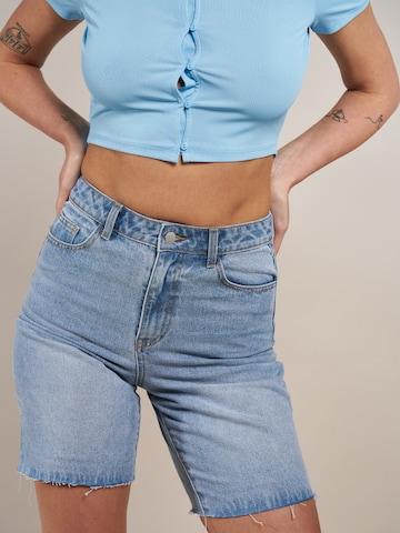 ABOUT YOU x Laura Giurcanu Jeans 'Viola' i blå