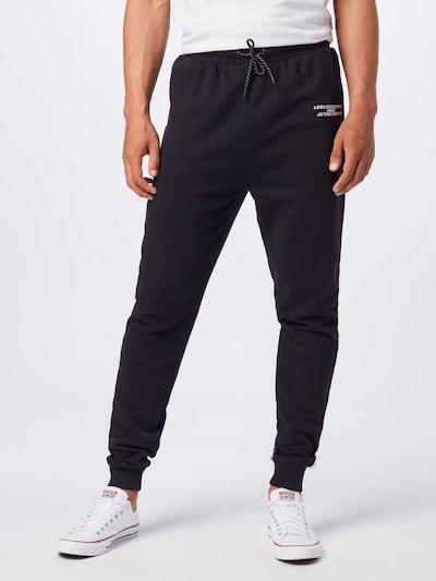 Rethink Status Kalhoty - černá / bílá, Model/ka