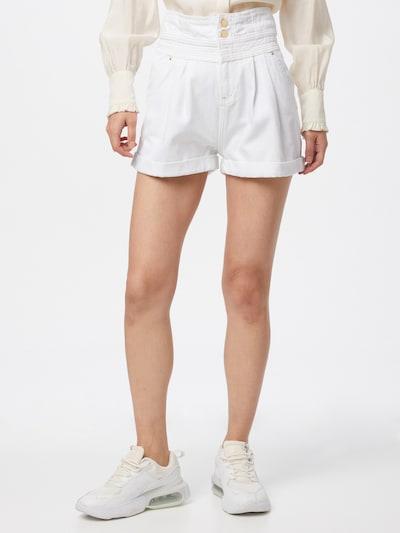 Pantaloni cu cute 'STRAWBS SHORT' River Island pe alb, Vizualizare model