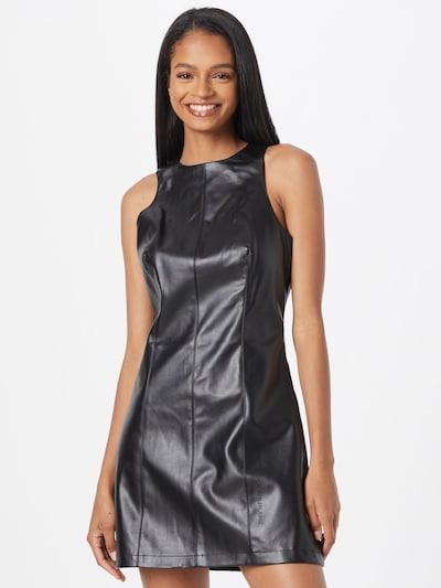 Rochie Calvin Klein Jeans pe negru, Vizualizare model